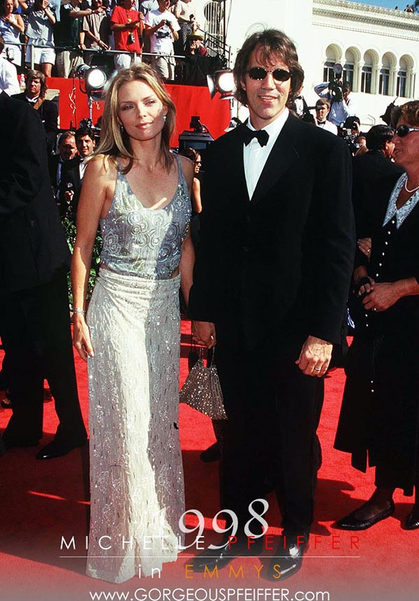 MICHELLE PFEIFFER American Actress Born Santa Ana, California, USA Arriving at the 46th Annual Primetime Emmy Awards Bandphoto Agency Photo B21 008319/F-16 11.09.1994