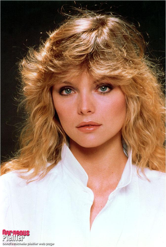 Gorgeous Pfeiffer -- bond's michelle pfeiffer web page  Gorgeous Pfeiff...