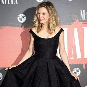 Bold in gold & Pretty in Black! Michelle Pfeiffer shines! | Oct 16, 2013